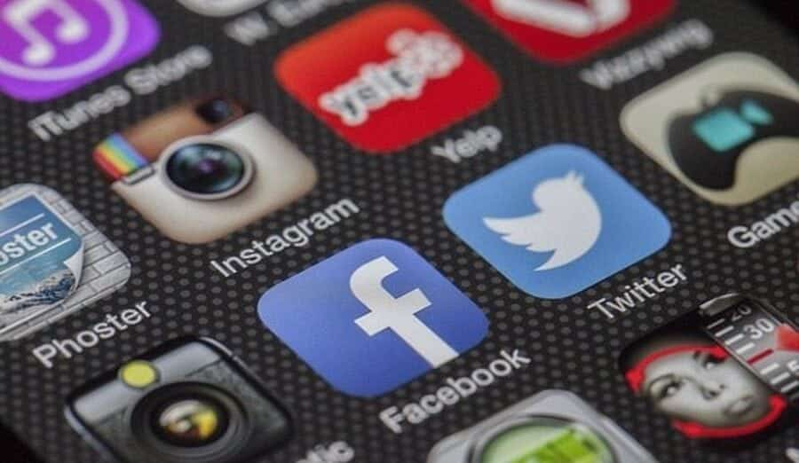 how to use social media to generate business